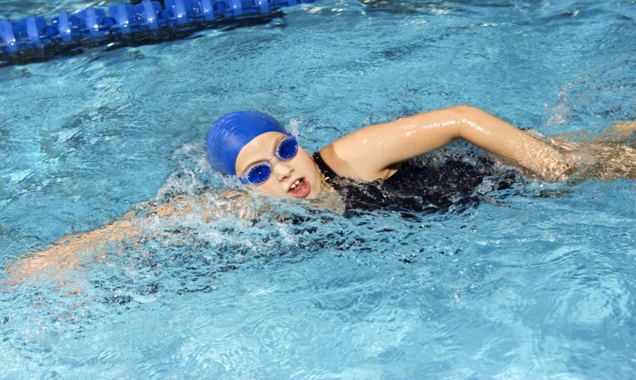 Girl swimming the crawl stroke