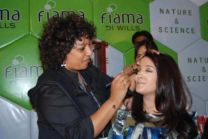 Raima-Sen-getting-makeover-by-Ambika-Pillai-at-Fiama-Di-Wills-salon-at-WIFW-3