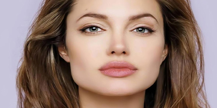 3.-Angelia-Jolie