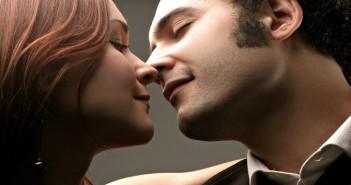 romantic-couple-kissi