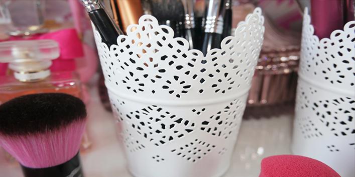 Pen-holder-for-lip-liners