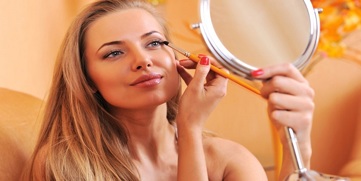 Women Wear Makeup7