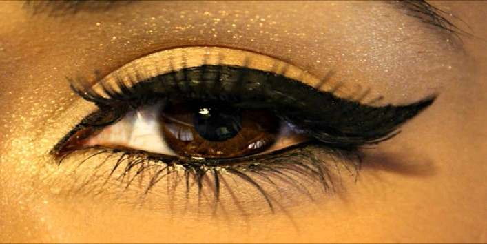 Eyeliner Can Cause Vision Problems2