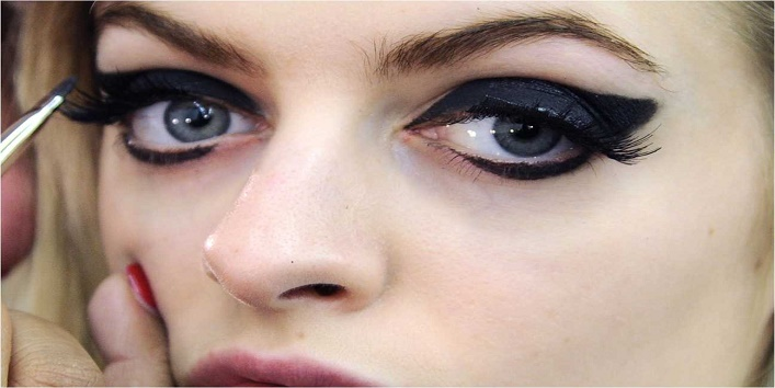 Eyeliner Can Cause Vision Problems4