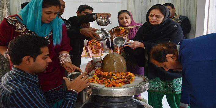 Why Do We Offer Milk to Shiva Linga2