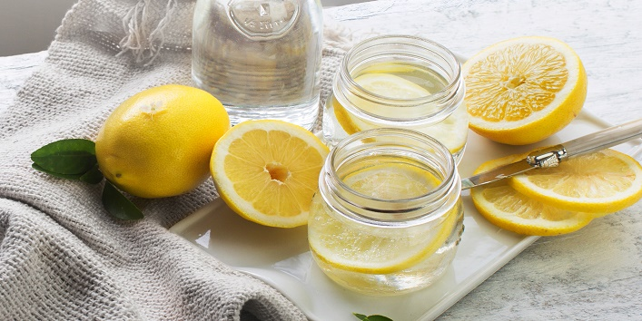 Lemon-for-exfoliation-and-accumulating-dirt