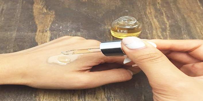 Mix-serum-with-moisturizer
