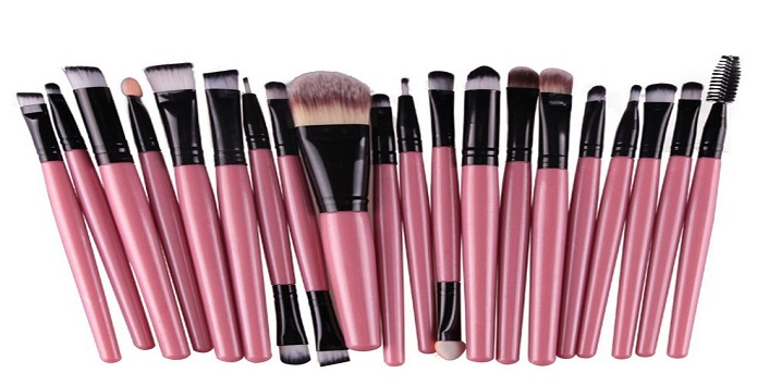 Use clean brushes for makeup