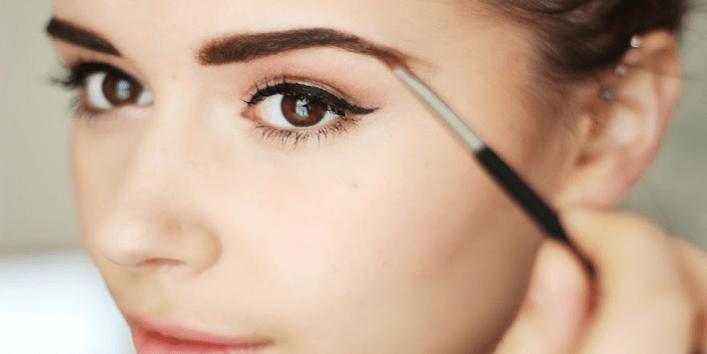 8-Makeup-Hacks-for-Girls-Who-Wear-Glasses-1