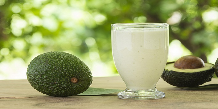 Avocado and yogurt mask for improving the texture of your hair