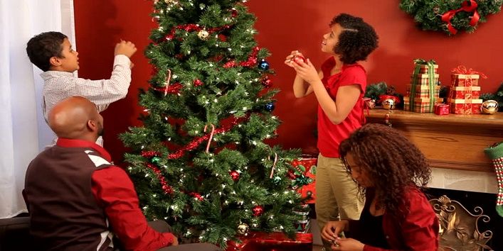 Easy-Tips-to-Clean-Artificial-Christmas-Tree-5