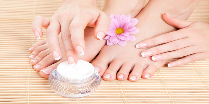 Simple-Tips-to-Take-Care-of-Your-Feet-This-Winter-1