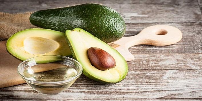 Avocado hair pack for moisturizing scalp