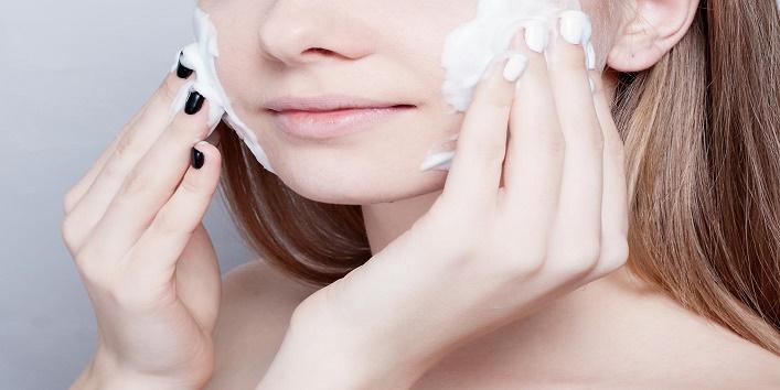 Hacks-to-Apply-Makeup-on-Dry-Skin-1
