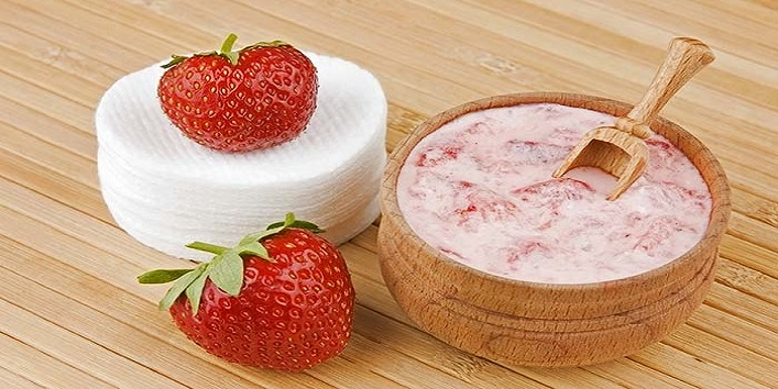 Strawberry hair pack for hair growth