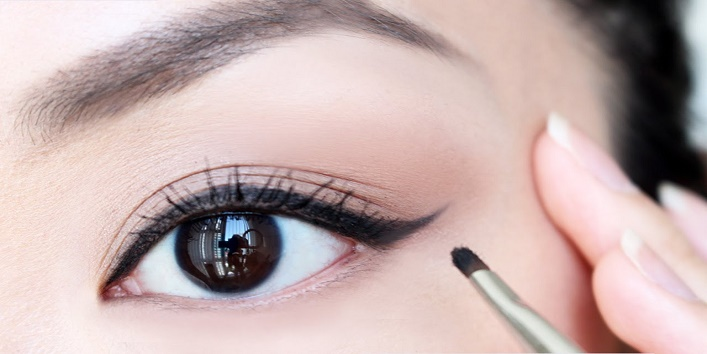 Use your eyeliner in the right way
