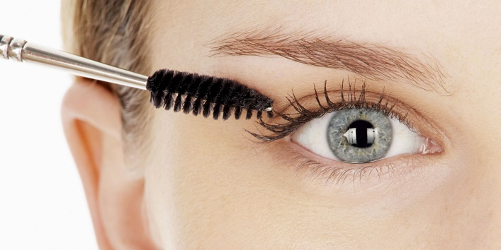 Use mascara to make your lashes look thicker