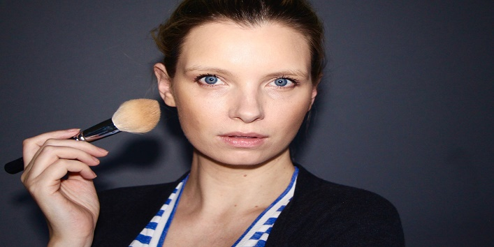 Add definition to your face using bronzer and highlighter