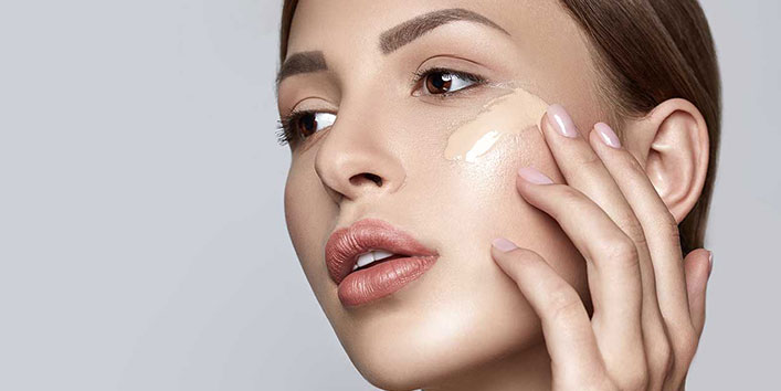 FACE PREP AND APPLICATION OF FOUNDATION