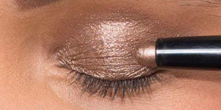 Longer-staying eyeshadow